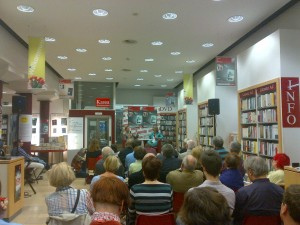 """Präsentation """"Die Akte U"""" von Gabriela Moser und Katharina Schmidt, Morawa, 1010 Wien"""